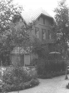 zdanie-zheleznodorozhnoj-kontory-s-1938-goda-zheleznodorozhnyj-detsad-s-2005-kraevedcheskij-tsentr